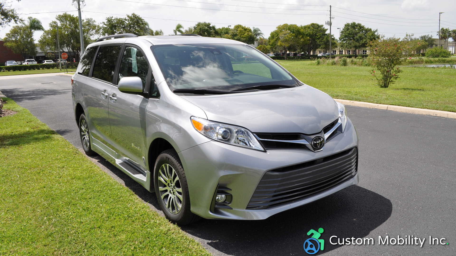 Toyota Sienna 2010-2018 Owners Manual: Opening, closing thewindows and moon roof