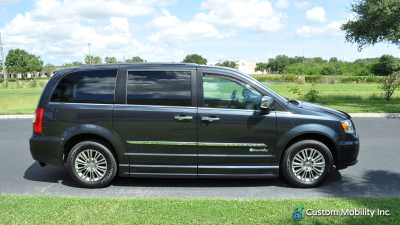 2014 Chrysler Town and Country BraunAbility Chrysler Entervan II wheelchair van for sale