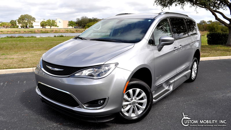 Used 2018 Chrysler Pacifica.  ConversionBraunAbility Chrysler Pacifica Infloor