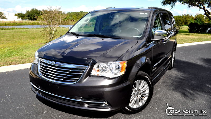 Used 2016 Chrysler Town and Country.  ConversionBraunAbility Chrysler Entervan II