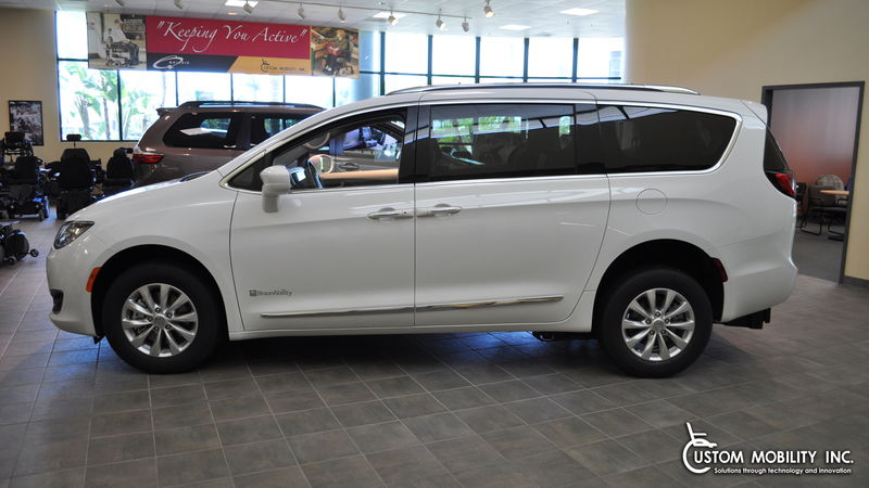 New 2018 Chrysler Pacifica.  ConversionBraunAbility BraunAbility Rear-Entry Pacifica