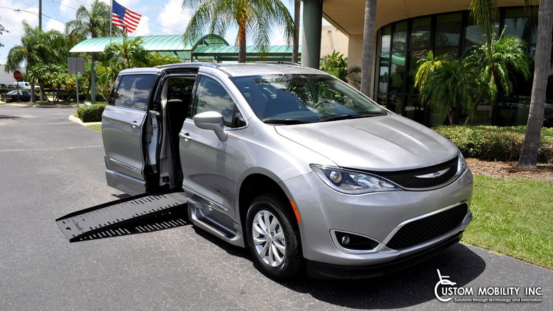 2019 Chrysler Pacifica BraunAbility Chrysler Pacifica Foldout XT wheelchair van for sale