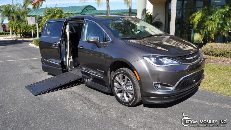 Used 2020 Chrysler Pacifica.  ConversionBraunAbility Chrysler Pacifica Infloor