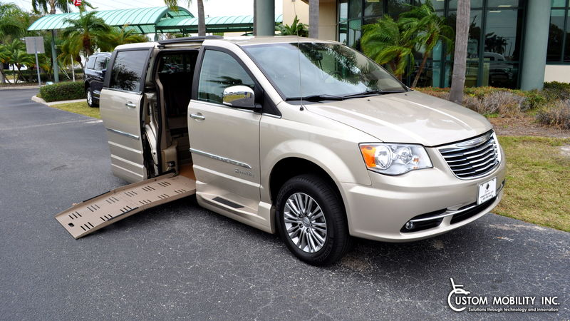Used 2013 Chrysler Town and Country.  ConversionBraunAbility Chrysler Entervan II