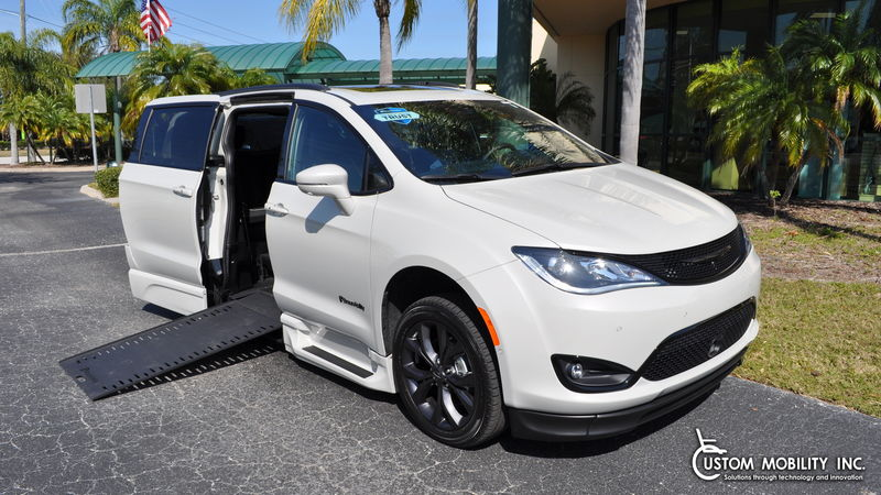New 2020 Chrysler Pacifica.  ConversionBraunAbility Chrysler Pacifica Infloor